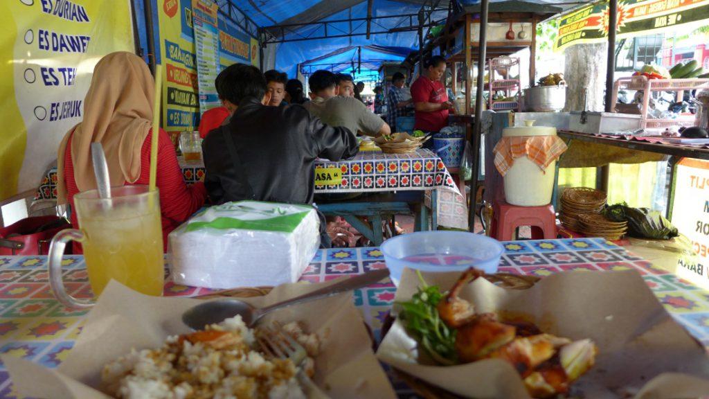 Typisch Indonesien Straßenrestaurant