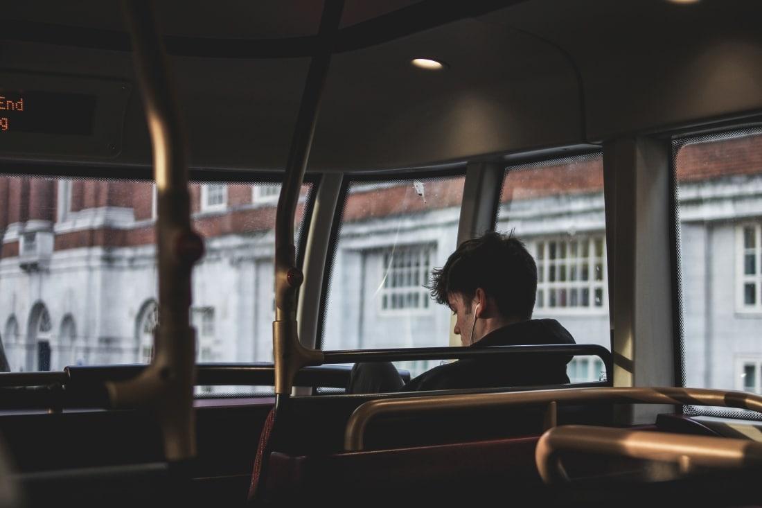 Lange Busfahrten Alleinreisende